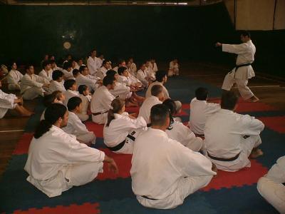 El Sensei Justo Gómez evaluó a Karatecas misioneros